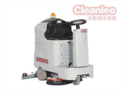 驾驶式洗地机厂家叙述必须清洗废水箱,否则会严重影响设备的正常运行