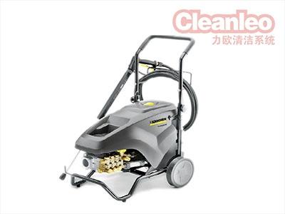 洗地机厂家运用驾驶式洗地机则不会有这种状况