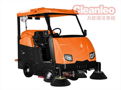 安全驾驶式洗地机具备很高的操纵性